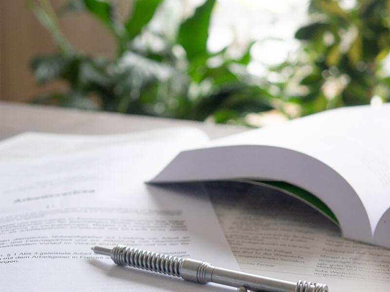 Musterbild Arbeitsvertrag | Anwalt für Arbeitsrecht München